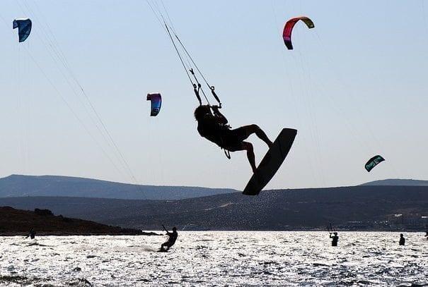 kitesurfing-4455668_640